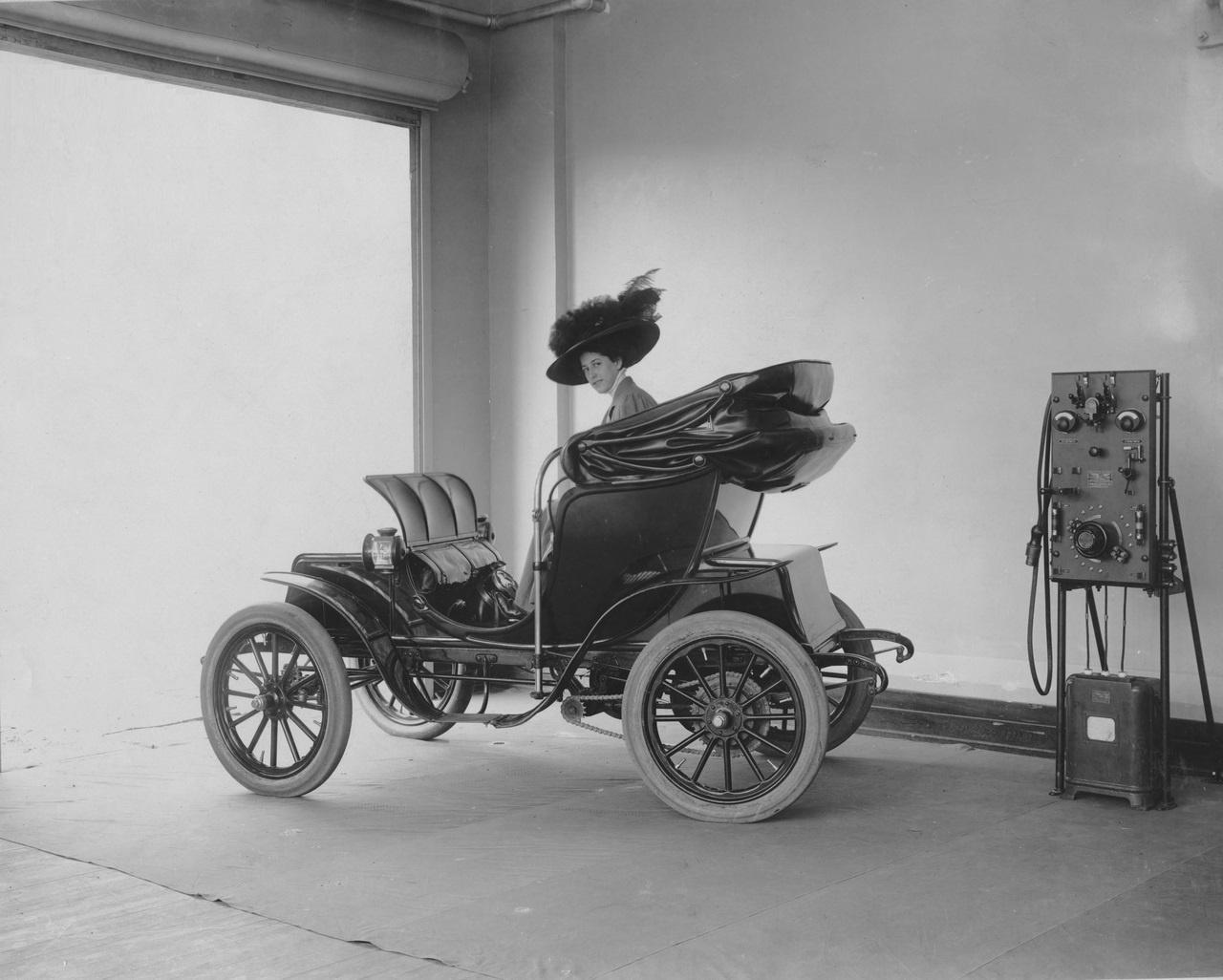 Electric Car & Charging Station 1912.jpg