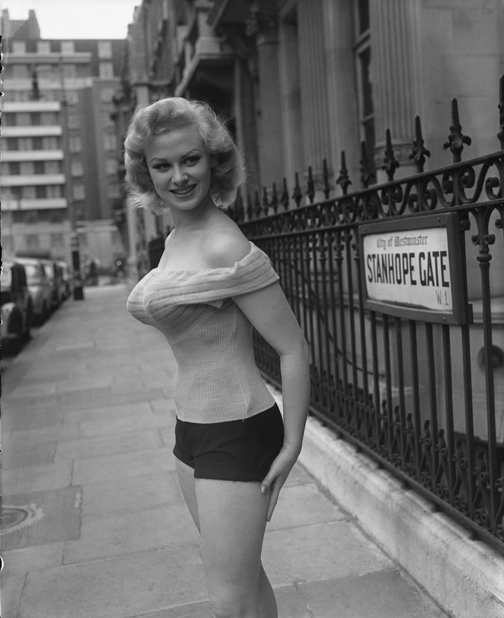 English glamour model Sabrina holds a press conference at Park Lane House in London,1955.jpg