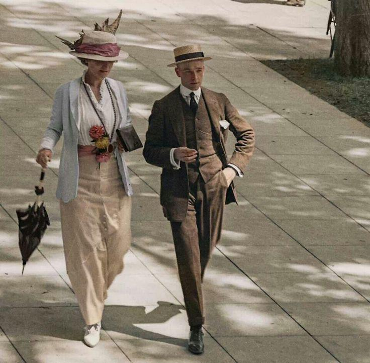 Smart couple in New York, 1910s, autochrome.jpg