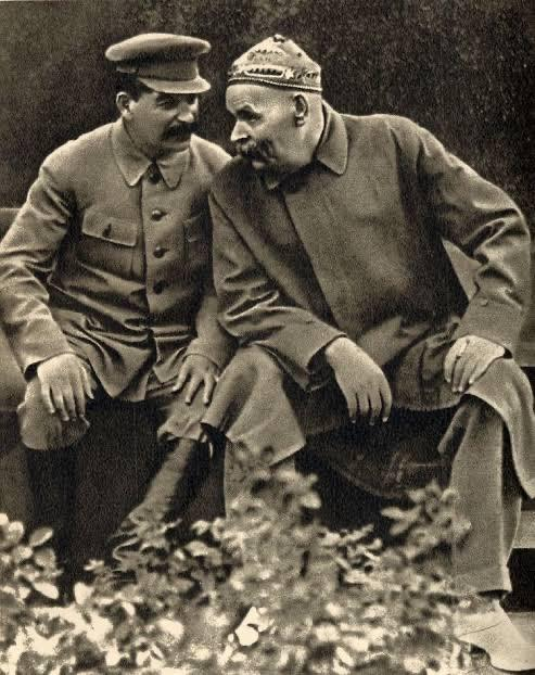 Stalin and Gorky hanging out 1932.jpg