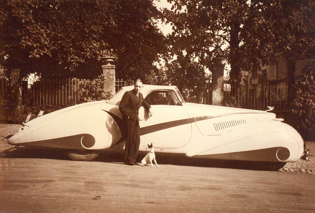 "Philippe Barraud with his Cadillac V16 Roadster and dog ""Lila"", Bussigny, Switzerland, August 1937.jpg"