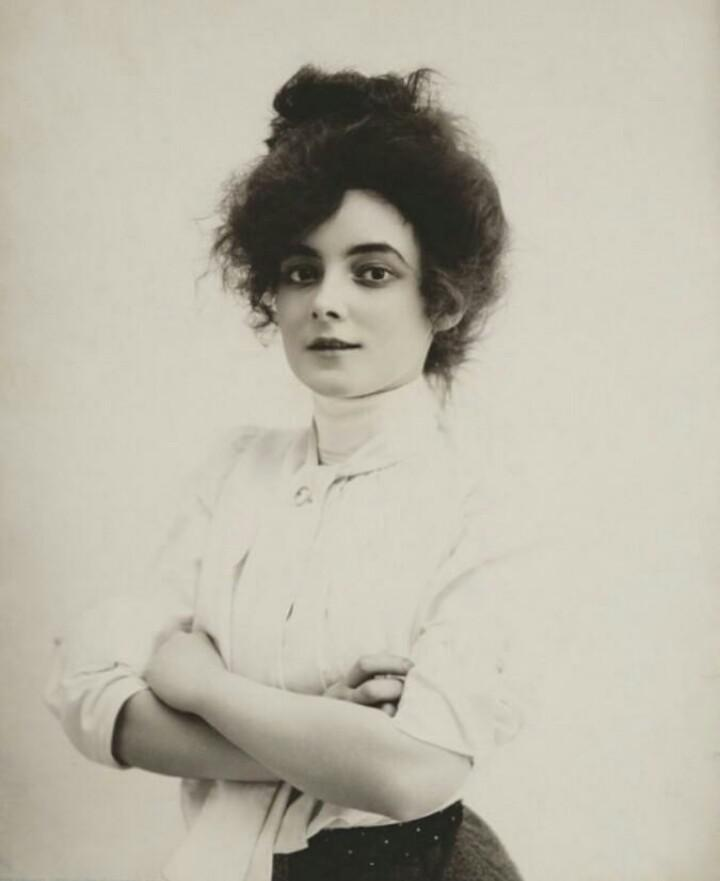 A star of stage and screen, Marie Doro 1910s.jpg